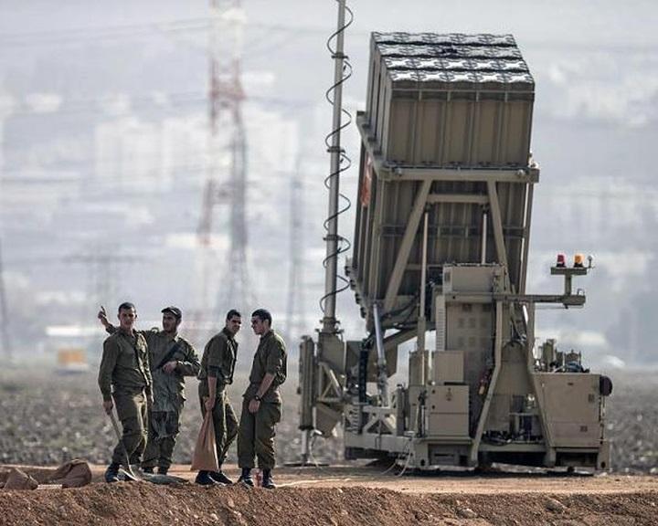 Az izraeli hadsereg légvédelmi Vaskupola-egységeket telepített Tel-Aviv környékére
