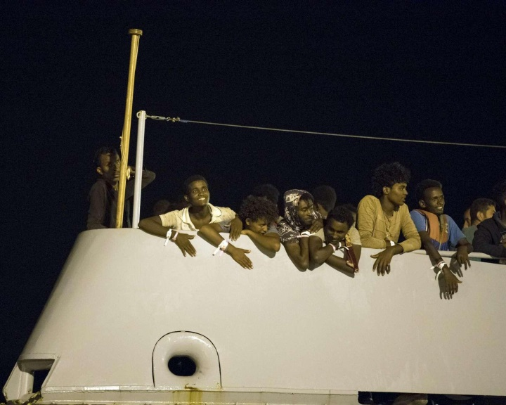 Megérkezett Olaszországba a migránscsoport, melynek tagjait több EU-tagország között osztják szét