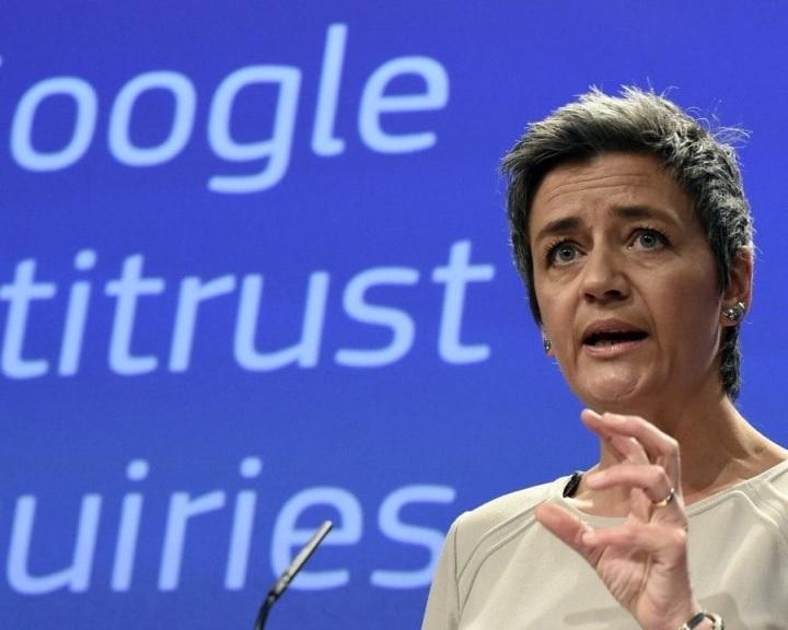 Az Európai Bizottság 4,3 milliárd euróra büntette a Google-t