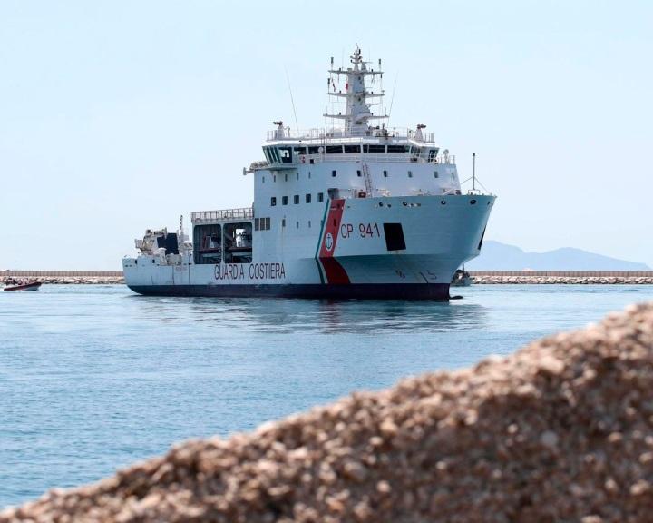 Olaszország az uniós hajókról egyelőre átveszi a menedékkérőket