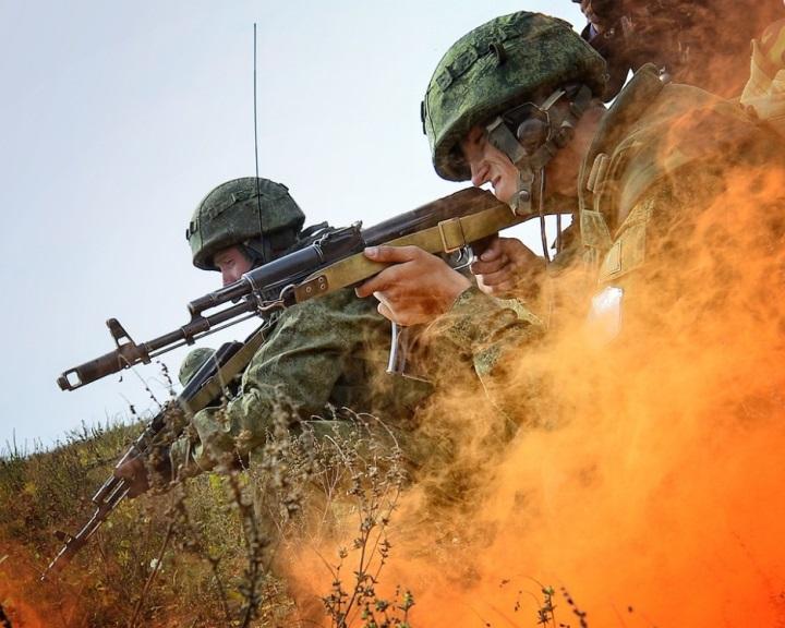 Putyin: Oroszország folytatja fegyveres erőinek fejlesztését