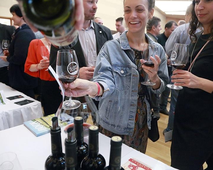 Nyolcadik alkalommal mutatkoznak be Villány prémium borai a pécsi Kodály Központban