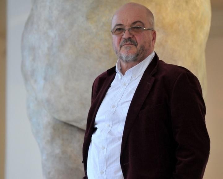 Virgilius Moldovan meghökkentő aktszobraiból nyílik kiállítás Pécsen