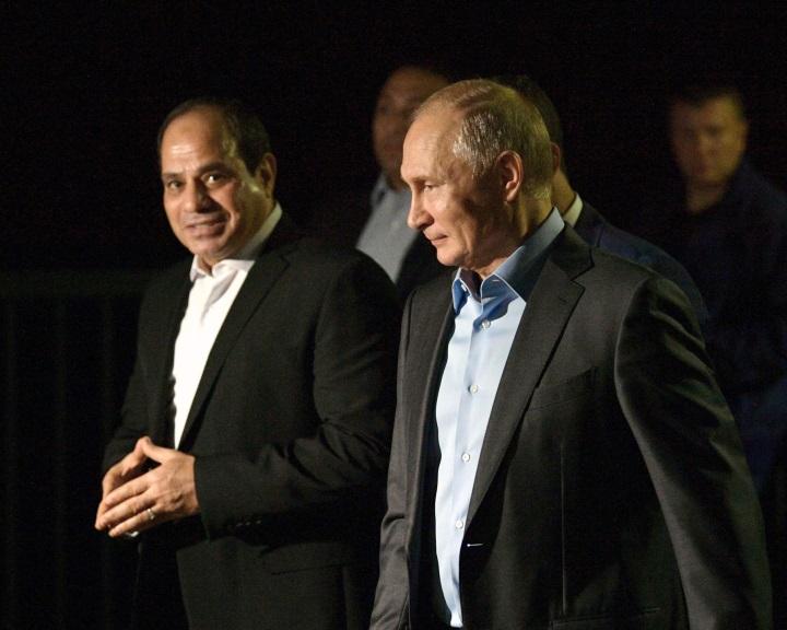 Stratégiai együttműködési megállapodást írt alá Putyin és Szíszi