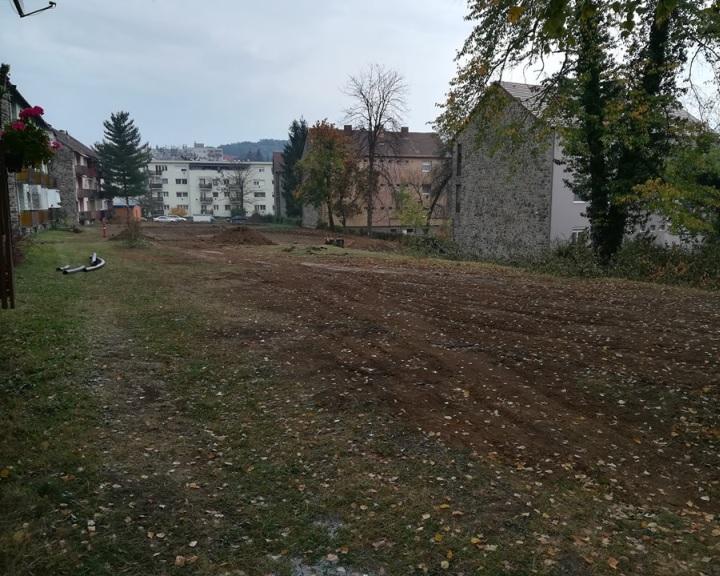 """Elkezdődött a Petőfi tér és környezetének """"zöldítése"""""""