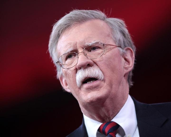 Az USA felmondja a közepes hatótávolságú nukleáris rakétákról kötött megállapodást