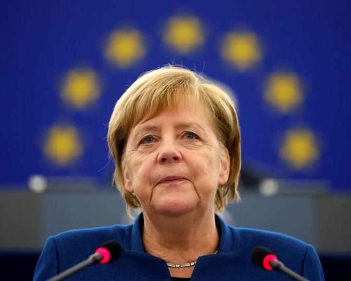 Merkel: el kell gondolkodni egy tényleges európai hadsereg létrehozásán