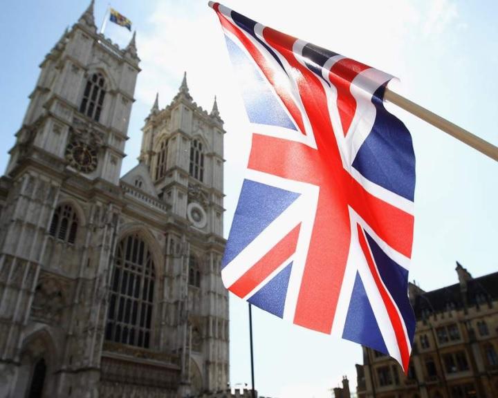 Maradhatnak a tartósan Nagy-Britanniában élő külföldi EU-állampolgárok