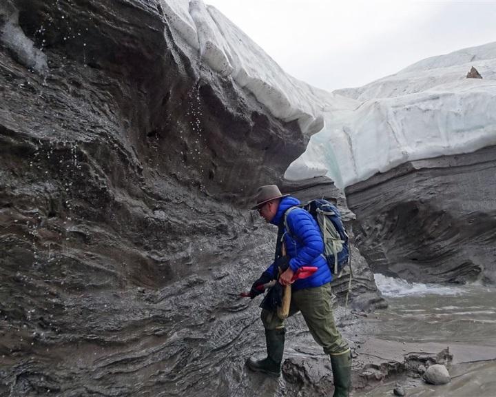 Gigantikus becsapódási krátert találtak a grönlandi jég alatt
