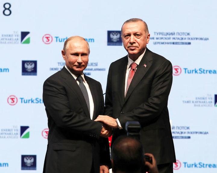 Putyin és Erdogan avatta fel a Török Áramlat utolsó tengeri szakaszát