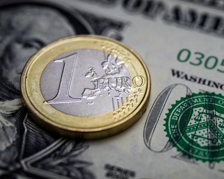 Az EB intézkedéseket terjesztett elő az euró megerősítése érdekében