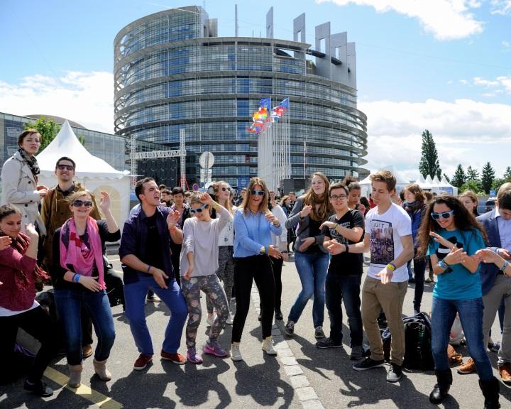 A 16 és 29 év közötti fiatalok kétharmada a szüleivel él az Európai Unióban
