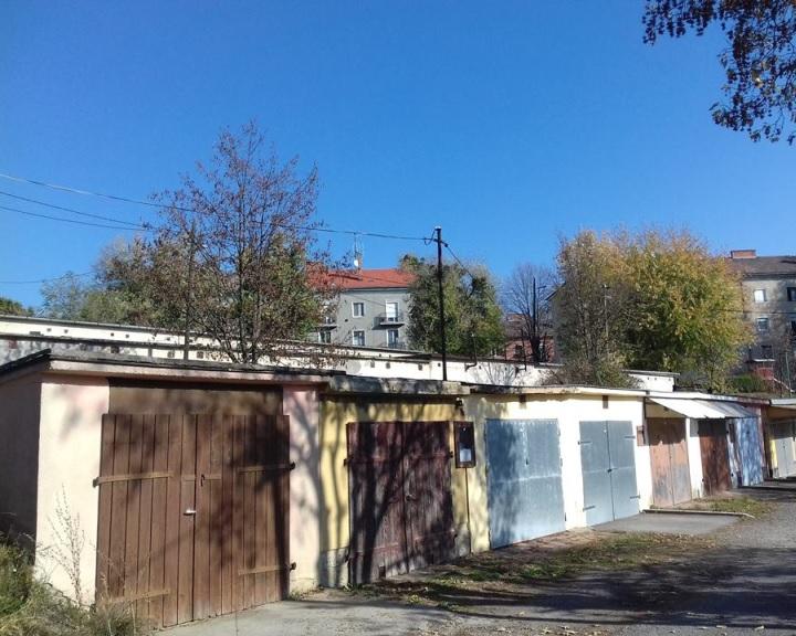 Lámpagyújtás a Gorkij utcában