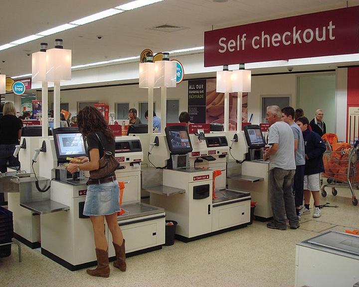 Sok a csalás az önkiszolgáló pénztáraknál