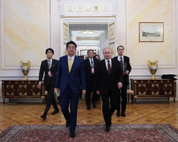 Putyin: Moszkva érdekelt az orosz-japán békeszerződés aláírásában