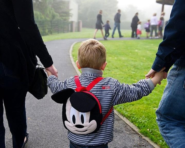Az iskolai dokumentumokban is elismerik az azonos nemű szülőket Franciaországban