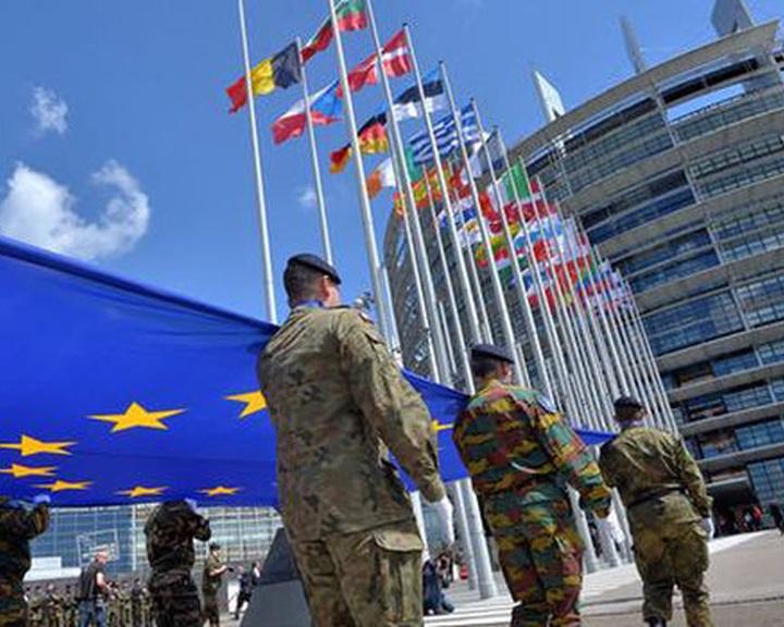 Európának 100 milliárd dollárjába kerülne a 2 százalékos NATO-cél teljesítése