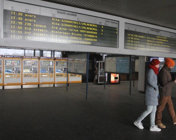 Új utastájékoztatási monitorokat helyeztek el a Déli pályaudvaron
