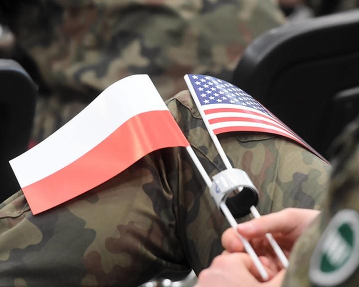 Washington állandó katonai jelenlétet ajánlott Varsónak