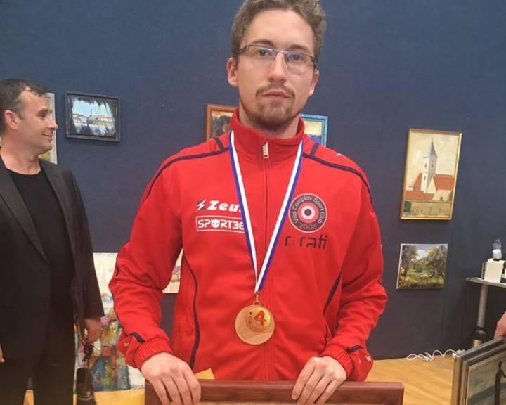 Egy tucat komlói vívó a diákolimpián