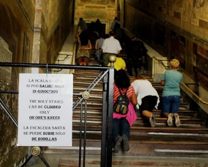 Átmenetileg eredeti állapotában lesz látható a Szent lépcső Rómában