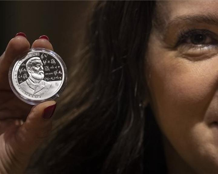 Emlékérmét bocsát ki Eötvös Loránd halálának 100. évfordulója alkalmából az MNB