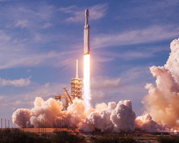 Egyszerre 3 rakétát hozott vissza a SpaceX