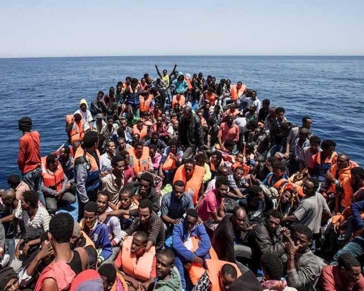 Líbiai miniszterelnök: 800 ezer migráns indulhat el Líbiából