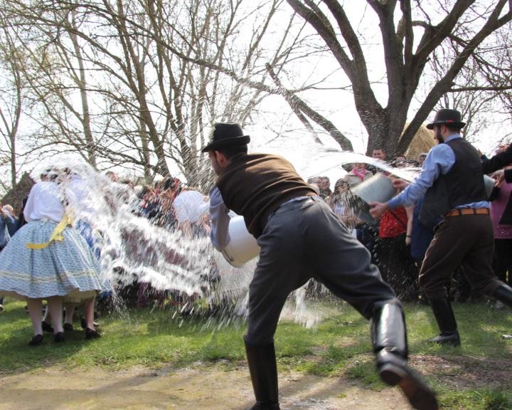 Életre kelnek a húsvéti hagyományok Ópusztaszeren