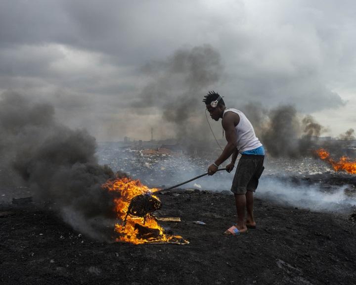 Az Európából érkező e-hulladék mérgezi a táplálékláncot Ghánában