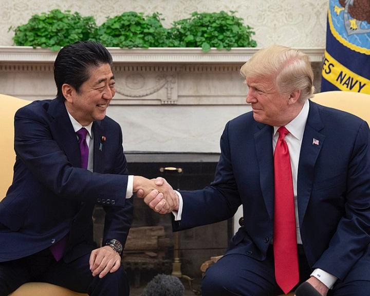 Trump és Abe az amerikai-japán kapcsolatok erősítésében állapodott meg
