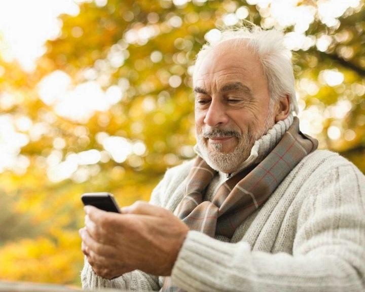 NMHH: nem csak a fiataloknál tarol az okostelefonos életforma