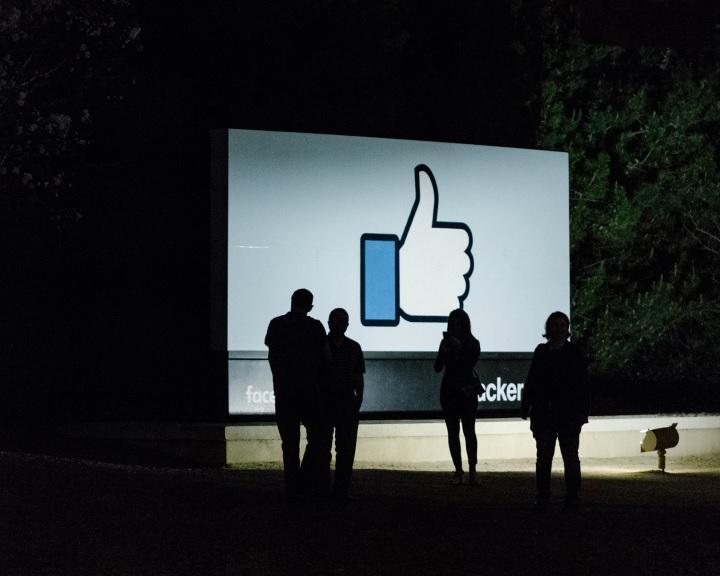 A Facebook feldarabolását szorgalmazza egyik alapítója