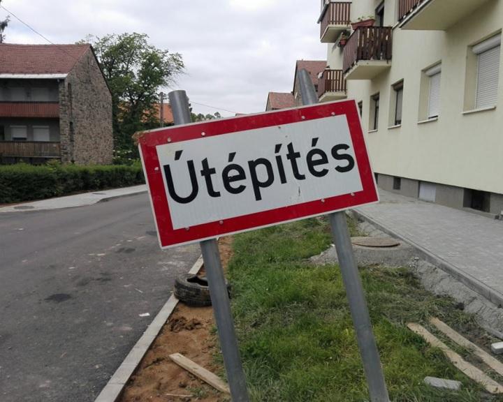 Újabb útlezárások a Petőfi tér felújításánál