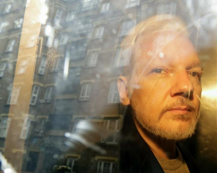Betegsége miatt nem vett részt a bírósági meghallgatáson a WikiLeaks alapítója