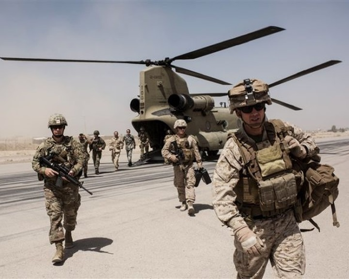 Az amerikai elnök elrendelte további ezer katona Közel-Keletre telepítését
