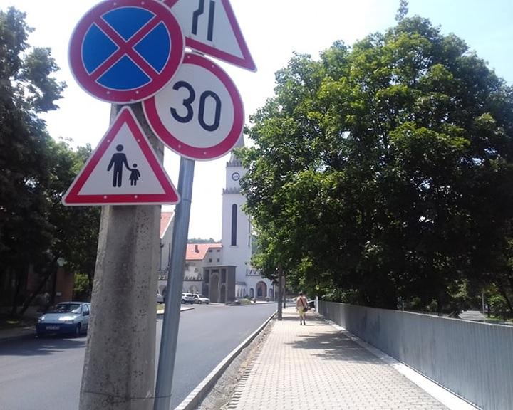Újra az autósoké a komlói Bajcsy utca