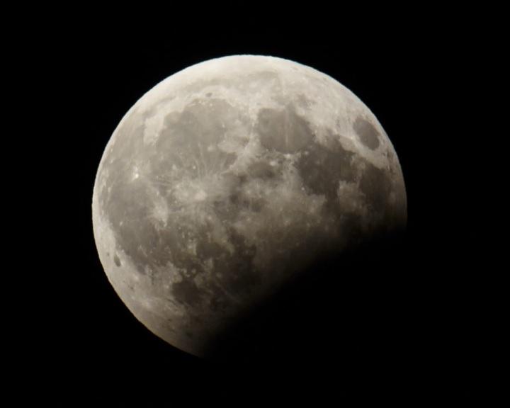 Részleges holdfogyatkozás lesz keddről szerdára virradó éjszaka