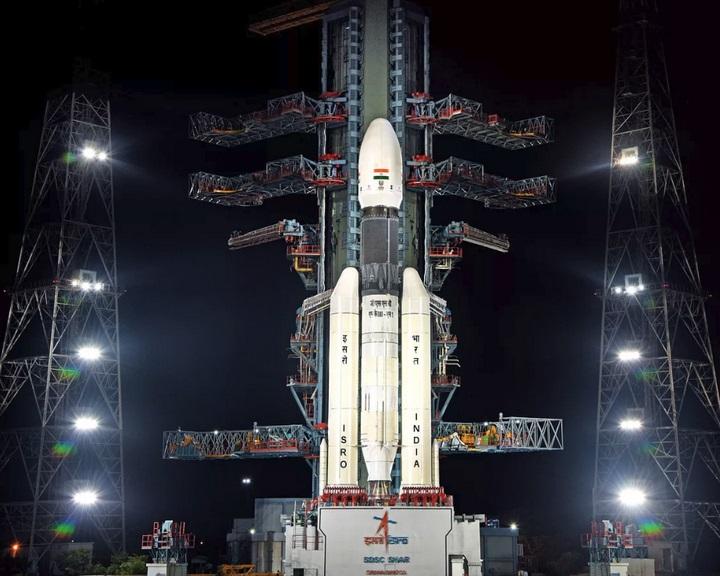 Elindult a Hold felé az indiai Csandrajáan–2 szonda