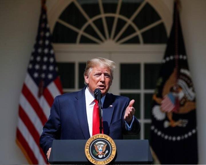 Donald Trump zároltatta a venezuelai kormány minden vagyonát