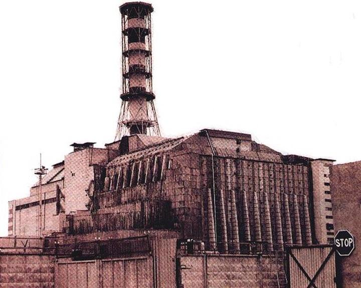 Az összeomlás szélén áll a régi csernobili szarkofág