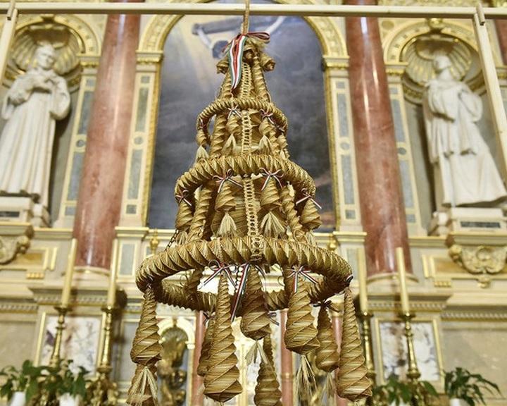 Augusztus 20. - Már látható a Kárpát-medence aratókoszorúja a Szent István-bazilikában