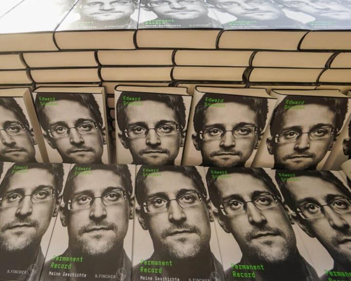 Az amerikai igazságügyi minisztérium beperelte Edward Snowdent könyve miatt