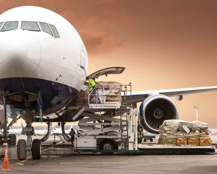 Tizedik hónapja csökken a globális légi áruszállítás volumene
