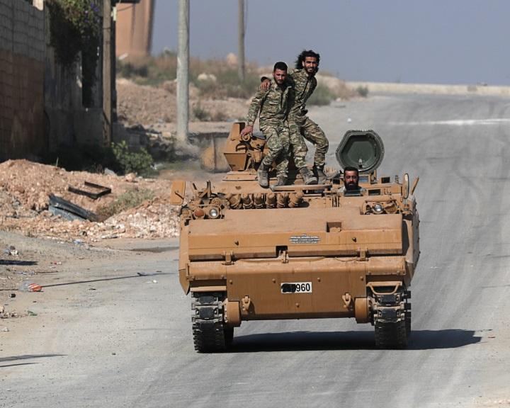 A kurd erők megkezdték a visszavonulást a szíriai-török határtól