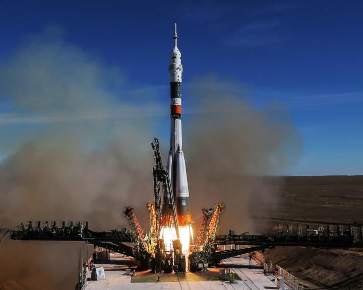 Két Szojuzt épít terven felül a Roszkoszmosz az amerikai űrhajók hiánya miatt