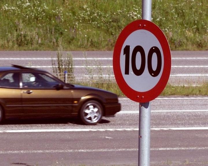 Környezetvédelmi okokból csökkenti a megengedett legnagyobb sebességet Hollandia