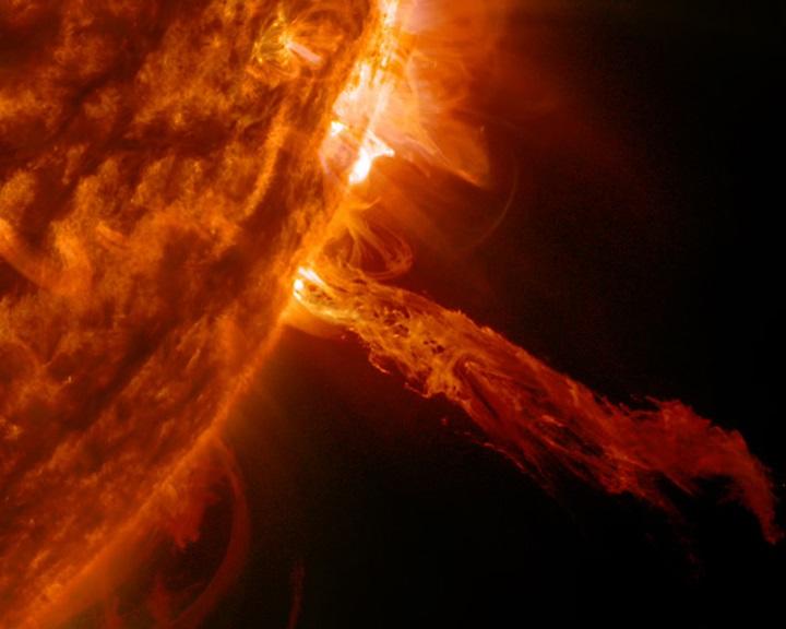 Eddig soha nem látott szögből vizsgálták a Nap plazmakilövelléseit
