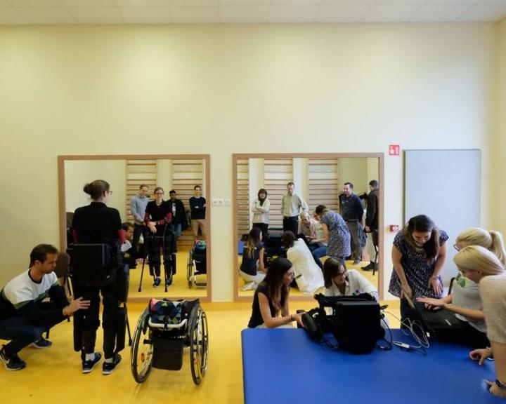 PTE: csúcstechnológiás eszközökkel javíthatják a gerincvelő-sérültek életkörülményeit