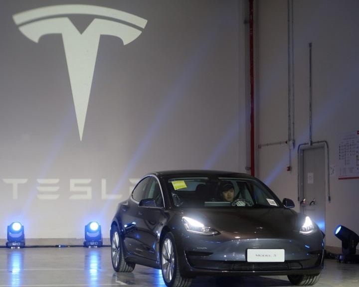 Átadták a Tesla első, Kínában gyártott járműveit